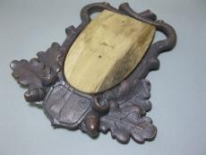 Trophäenschild Gehörnbrettchen Geweihbrett mit Holz
