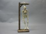 Gusseisen Skelett am Galgen 38cm