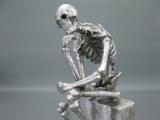 Figur Gothic Skelett Denker 33 cm